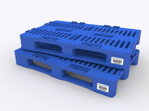 plastic warehouse pallet with asset tag