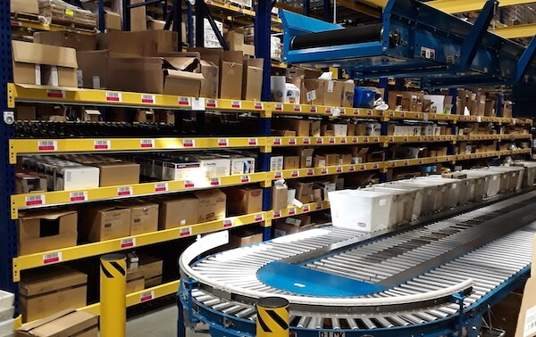 warehouse flow racking with conveyor and totes